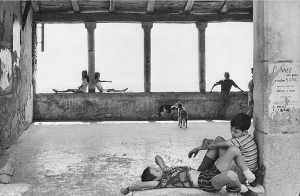 Simiane La Rotonde 1970 de Henri Cartier-Bresson (1908-2004, France)